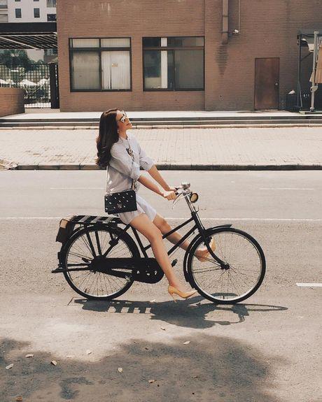 Street style voi xe dap xua roi nhung Huong thich thi Huong chup thoi! - Anh 3