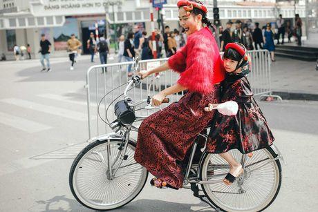 Street style voi xe dap xua roi nhung Huong thich thi Huong chup thoi! - Anh 9