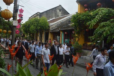 Uy vien Truong Uy ban Dai bieu nhan dan Trung Quoc Truong Duc Giang tham quan pho co Hoi An - Anh 2