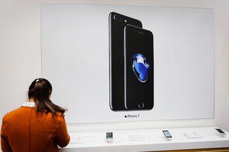 Gia iPhone 7 chinh hang va xach tay chenh 3 trieu dong - Anh 1