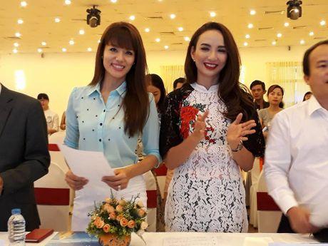 Hoai Linh va dan sao ung ho 'Que huong bien goi' - Anh 3