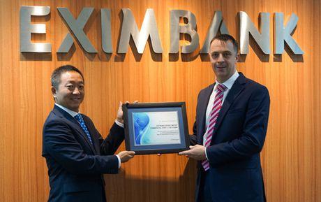 Eximbank nhan giai 'Chat luong thanh toan quoc te xuat - Anh 1