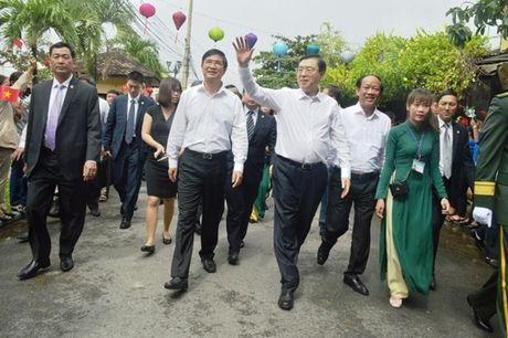 Chu tich Quoc hoi Trung Quoc tham pho co Hoi An - Anh 2