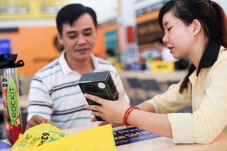 Hai thai cuc cua iPhone chinh hang tai Viet Nam - Anh 1