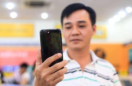 Hai thai cuc cua iPhone chinh hang tai Viet Nam - Anh 2