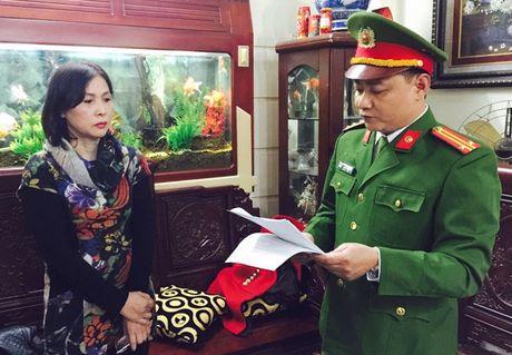 Nu giam doc thue hang chuc tau hut trom cat tren song Hong - Anh 1