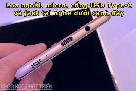 Tren tay smartphone RAM 6 GB, camera selfie 16 MP cua Samsung - Anh 10