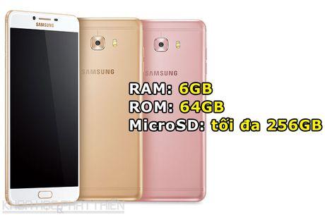 Tren tay smartphone RAM 6 GB, camera selfie 16 MP cua Samsung - Anh 2