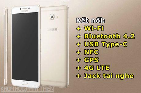 Tren tay smartphone RAM 6 GB, camera selfie 16 MP cua Samsung - Anh 4