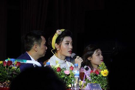 Ngat ngay nhan sac nu sinh Truong DH Luat Ha Noi - Anh 10