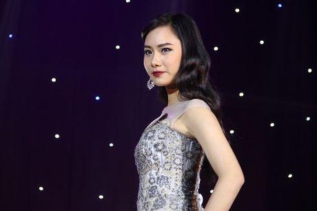Ngat ngay nhan sac nu sinh Truong DH Luat Ha Noi - Anh 14