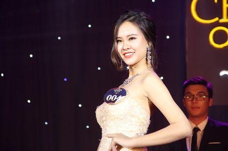 Ngat ngay nhan sac nu sinh Truong DH Luat Ha Noi - Anh 16