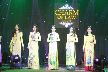 Ngat ngay nhan sac nu sinh Truong DH Luat Ha Noi - Anh 1