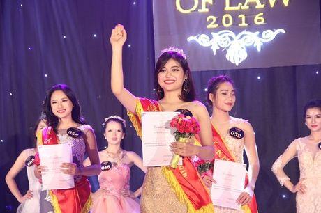 Ngat ngay nhan sac nu sinh Truong DH Luat Ha Noi - Anh 22