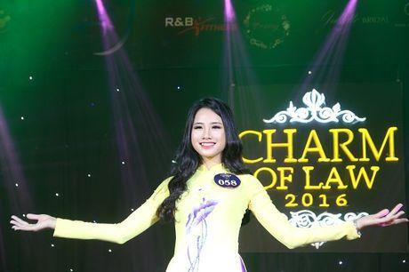 Ngat ngay nhan sac nu sinh Truong DH Luat Ha Noi - Anh 2
