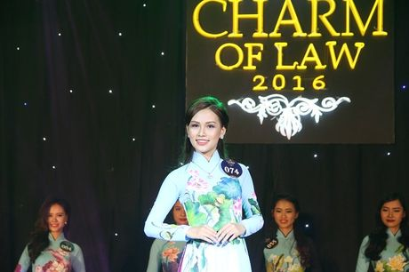 Ngat ngay nhan sac nu sinh Truong DH Luat Ha Noi - Anh 7
