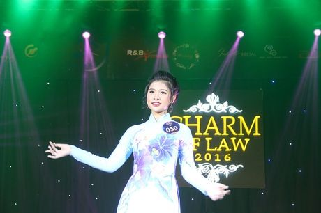 Ngat ngay nhan sac nu sinh Truong DH Luat Ha Noi - Anh 8