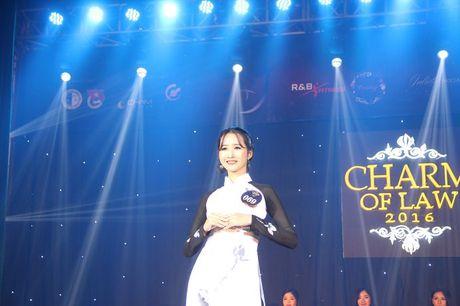 Ngat ngay nhan sac nu sinh Truong DH Luat Ha Noi - Anh 9