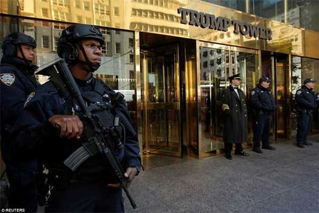 An ninh day dac bao trum thap Trump - Anh 4