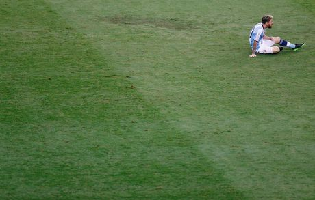 [Anh]: Messi bat luc trong tham bai cua Argentina - Anh 11
