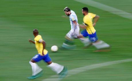 [Anh]: Messi bat luc trong tham bai cua Argentina - Anh 2