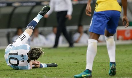 [Anh]: Messi bat luc trong tham bai cua Argentina - Anh 4