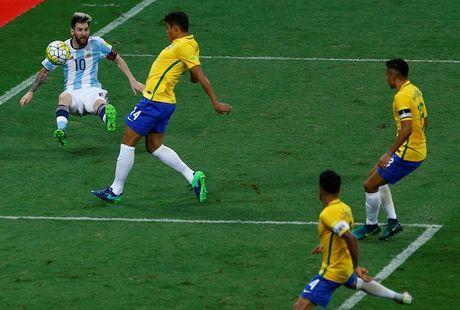 [Anh]: Messi bat luc trong tham bai cua Argentina - Anh 6