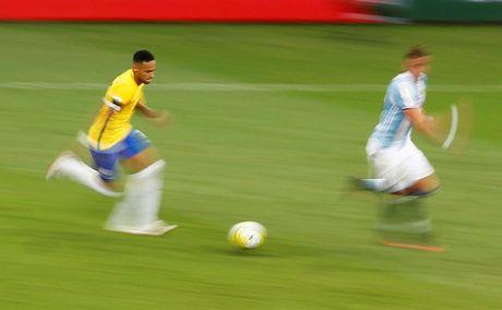 [Anh]: Messi bat luc trong tham bai cua Argentina - Anh 9