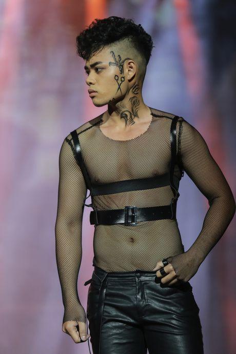 Nhung tac pham dang kinh ngac cua 'divo hang dau lang tao mau toc the gioi' tren san khau Davines Hair Show 2016 - Anh 10