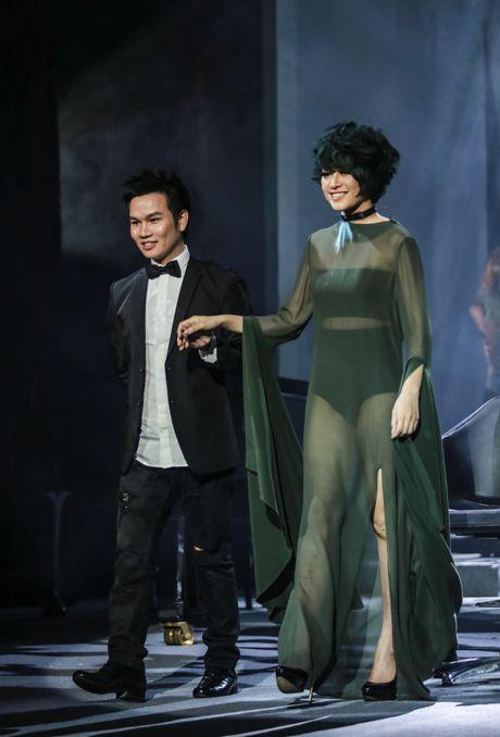 Nhung tac pham dang kinh ngac cua 'divo hang dau lang tao mau toc the gioi' tren san khau Davines Hair Show 2016 - Anh 17