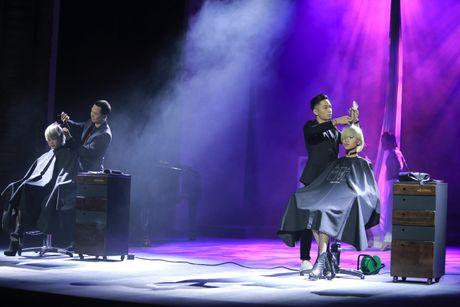 Nhung tac pham dang kinh ngac cua 'divo hang dau lang tao mau toc the gioi' tren san khau Davines Hair Show 2016 - Anh 8