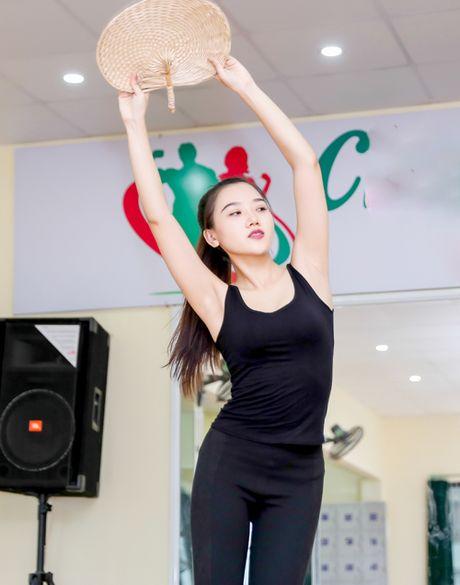 My nu thi Hoa hau Chau A tich cuc tap gym, luyen mua - Anh 11