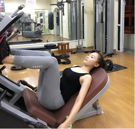 My nu thi Hoa hau Chau A tich cuc tap gym, luyen mua - Anh 3