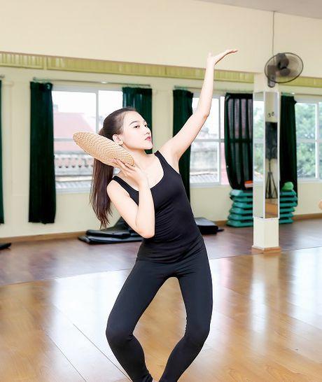 My nu thi Hoa hau Chau A tich cuc tap gym, luyen mua - Anh 6