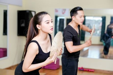My nu thi Hoa hau Chau A tich cuc tap gym, luyen mua - Anh 8