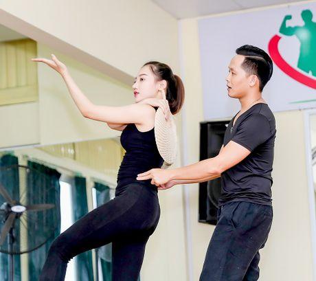 My nu thi Hoa hau Chau A tich cuc tap gym, luyen mua - Anh 9