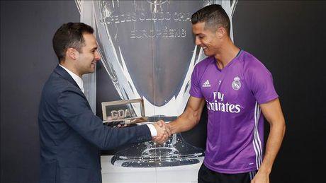 Cristiano Ronaldo lan thu 4 doat giai Goal 50 - Anh 1