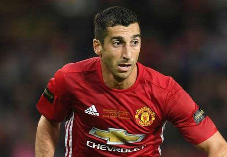 Fan M.U keu goi Mourinho dung Mkhitaryan sau tran Armenia 3-2 Montenegro - Anh 1