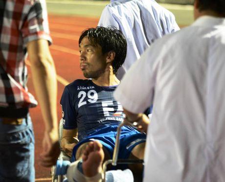 Que Ngoc Hai lai 'phang' que cau thu Avispa Fukuoka FC - Anh 1