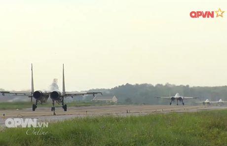 Chong mat canh 'ho mang' Su-30MK2 Viet Nam nhao lon - Anh 10