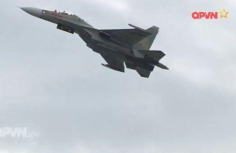 Chong mat canh 'ho mang' Su-30MK2 Viet Nam nhao lon - Anh 11