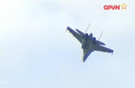 Chong mat canh 'ho mang' Su-30MK2 Viet Nam nhao lon - Anh 2