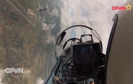 Chong mat canh 'ho mang' Su-30MK2 Viet Nam nhao lon - Anh 3