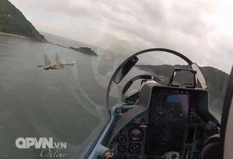 Chong mat canh 'ho mang' Su-30MK2 Viet Nam nhao lon - Anh 4