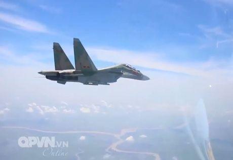 Chong mat canh 'ho mang' Su-30MK2 Viet Nam nhao lon - Anh 6