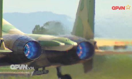 Chong mat canh 'ho mang' Su-30MK2 Viet Nam nhao lon - Anh 7