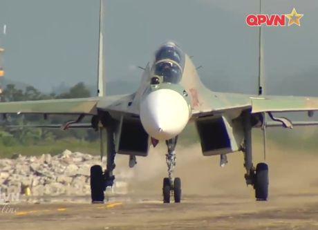 Chong mat canh 'ho mang' Su-30MK2 Viet Nam nhao lon - Anh 8