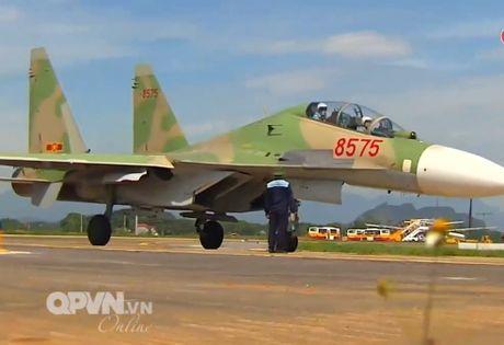 Chong mat canh 'ho mang' Su-30MK2 Viet Nam nhao lon - Anh 9