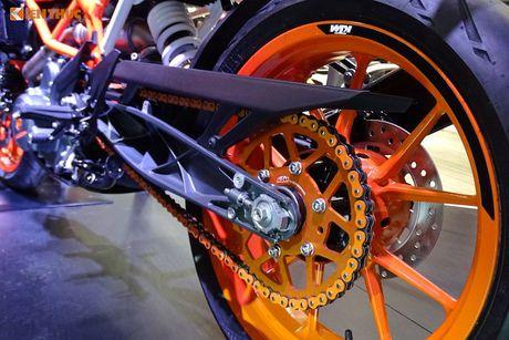 'Soi truc tiep' KTM Duke 390 moi tai trien lam EICMA 2016 - Anh 11