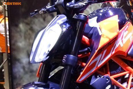 'Soi truc tiep' KTM Duke 390 moi tai trien lam EICMA 2016 - Anh 2